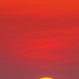 Ông mặt trời . by Lan Tran - Landscapes Sunsets & Sunrises