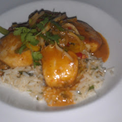 scallops with curry sauce. you should also have the Sangria and Mango Mojito...yum!