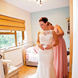 preperations by Jessy Jones-Photography - Wedding Getting Ready ( weddingdress, wedding photography, uk wedding, wedding, dress, preperations, unposed, bride )