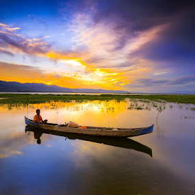 a fishermsn at limonto by Andrial Kusuma - Transportation Boats ( sunset, lake, fisherman, boat )