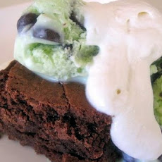 Mint and Mallow Brownie Sundaes