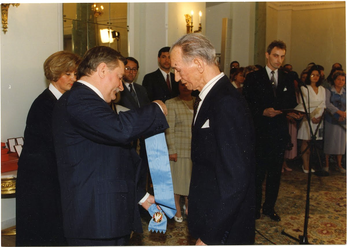 In 1995, Karski received the highest Polish civilian award from President Lech Wałęsa, The White Eagle.