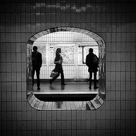 by Bobo Chuckleworth - Instagram & Mobile Android ( paris, metro )