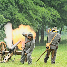 Civil War Reenacting by Barbara Noles - News & Events US Events ( reenacting, canon, soldiers, civil war, historical,  )