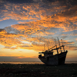 Blazing Sky by I Ketut  Sadia - Transportation Boats ( port, traditional, sunrise, landscape, boat )