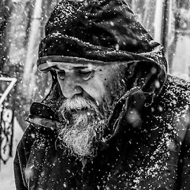 Old man by Cristian Marculescu - People Portraits of Men ( Travel, People, Lifestyle, Culture )