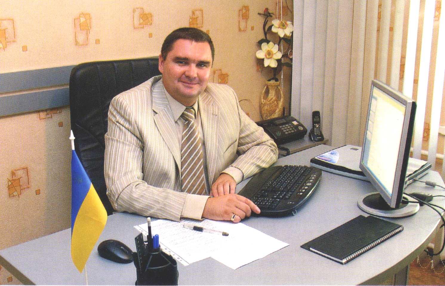 Директор автовокзала Буток Сергей Викторович.