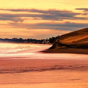 Sunrise at the beach by Cristobal Garciaferro Rubio - Landscapes Waterscapes ( chachalacas, mexico, sea, gulf of mexico, vercacruz )