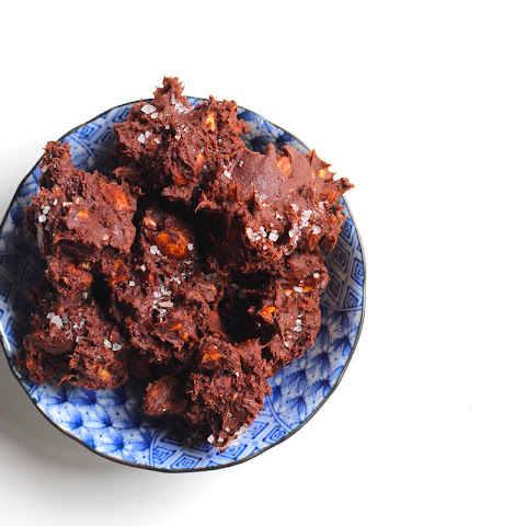 Amazing Roast Almond, Chocolate & Sea Salt Clusters + 5 ways with almonds!