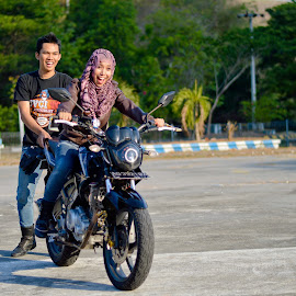 Belajar naik motor by Andy Alexandy - People Couples ( training, love, biker, motorcycle, couple, nikon )