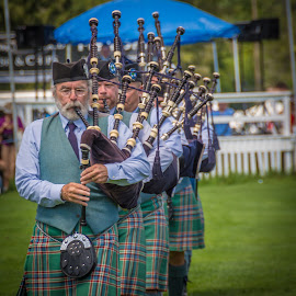 Pipers Piping by Joel Provost - News & Events Entertainment ( music, bagpipe, quechee, scotch, scottish, vermont, pipes, tartan, queechee vermont, highland games )
