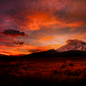 Popocatepetl, and sunrise with clouds by Cristobal Garciaferro Rubio - Landscapes Sunsets & Sunrises