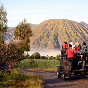 Good Morning..  Saat jeep melaju after sunrise Bromo to Kawah Bromo by Dwi Ratna Miranti - Landscapes Travel