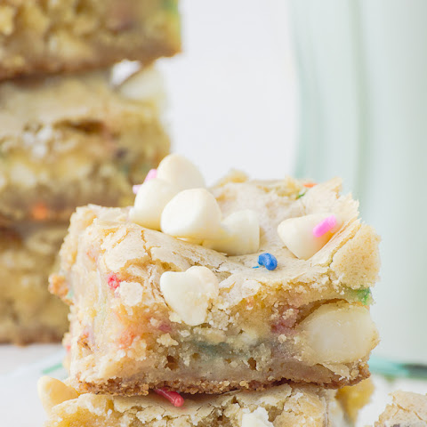 White Chocolate Macadamia Nut Blondies Recipe | Yummly