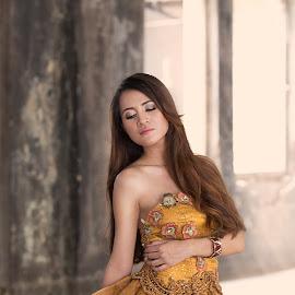 bella by Jhonny Yang - People Fashion