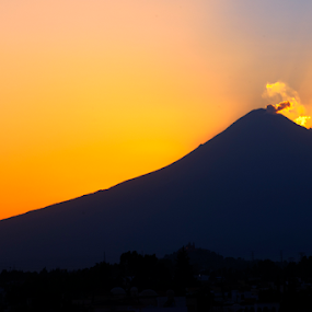 Smoking at sunrise by Cristobal Garciaferro Rubio - Landscapes Sunsets & Sunrises ( volcano, popo, popocatepetl, sunshine, smoking volcano, sun )