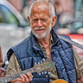 Santa Cruz Guitarist by David Hammond - People Musicians & Entertainers ( music, street, acoustic, musician, guitar, people, entertainment )