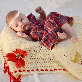 baby girl by Iulian Cahul - Babies & Children Babies ( baby girl )