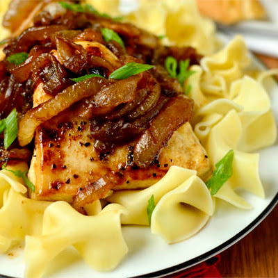 Honey and Balsamic-Onions Chicken Skillet
