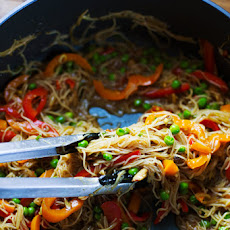 Stir Fried Singapore Noodles with Garlic Ginger Sauce