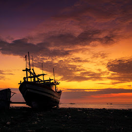 Goldie Morning by I Ketut  Sadia - Transportation Boats ( port, traditional, sunrise, goldie, landscape )