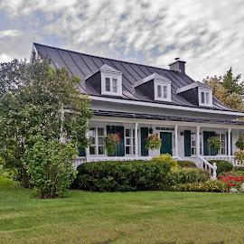 Rural ancestral house in St-Augustin-de-Desmaures, near Quebec city by Réjean Côté - Buildings & Architecture Homes ( old house, ancestral, quebec city, house, rural )