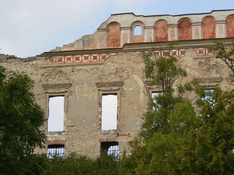 Fragment ruin zamku w Janowcu