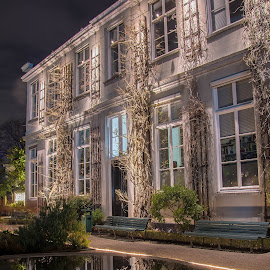living in Amsterdam by Marcel Eringaard - Buildings & Architecture Homes ( pand, reflection, night photography, nikon d, amsterdam, house )