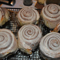 The Machine Shed Giant Cinnamon Rolls