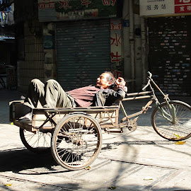 Hard Day's Work in China by Kent Perry - Novices Only Street & Candid