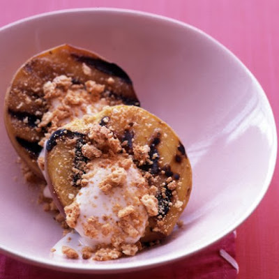 Grilled Peaches with Sweetened Sour Cream