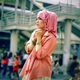 hijab in car free day by Banyu Setiaji - People Fashion ( fashion, beautiful, portrait )