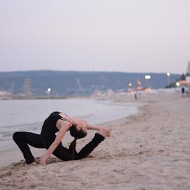 by Ivelin Zhelyazkov - Sports & Fitness Other Sports ( балет, natural light, студио, момиче, beach, ballerina, photo, portrait, танц, дневна светлина, жена, girl, палци, балерина, woman, плаж, портрет, ballet, dance )