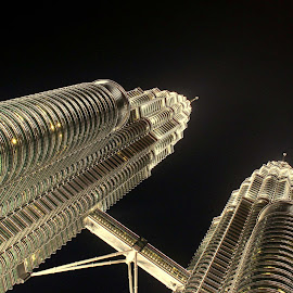 Petronas Twin Tower by Sucipto Darmaputra - Buildings & Architecture Office Buildings & Hotels ( malaysia, high rise building, kuala lumpur )