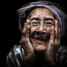 Motherlike smile by Sơn Hải - People Portraits of Women ( old, viet nam, asia, vietnamese, vietnam, old woman, smile, asian,  )