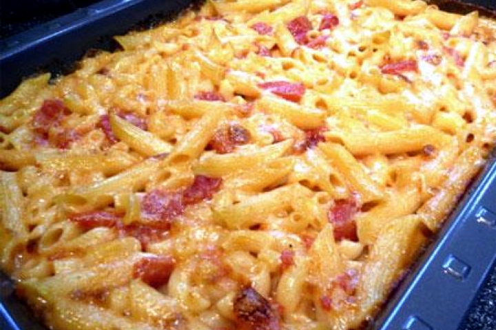 Creamy Mac 'n' Cheese with Ham and Tomatoes