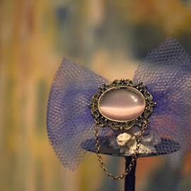Purple rain by EllA DEsign - Artistic Objects Jewelry ( bronze, broche, bow tie, purple, vintage, cameo )