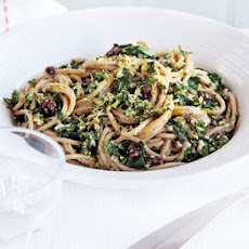Spaghetti With Spinach & Walnut Pesto