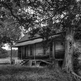 Old Country House by Danny Long - Novices Only Landscapes ( nature, black and white, beautiful, counryside, architecture, landscape, country )