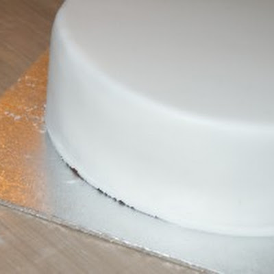 How to Marzipan & Ice your Christmas Cake