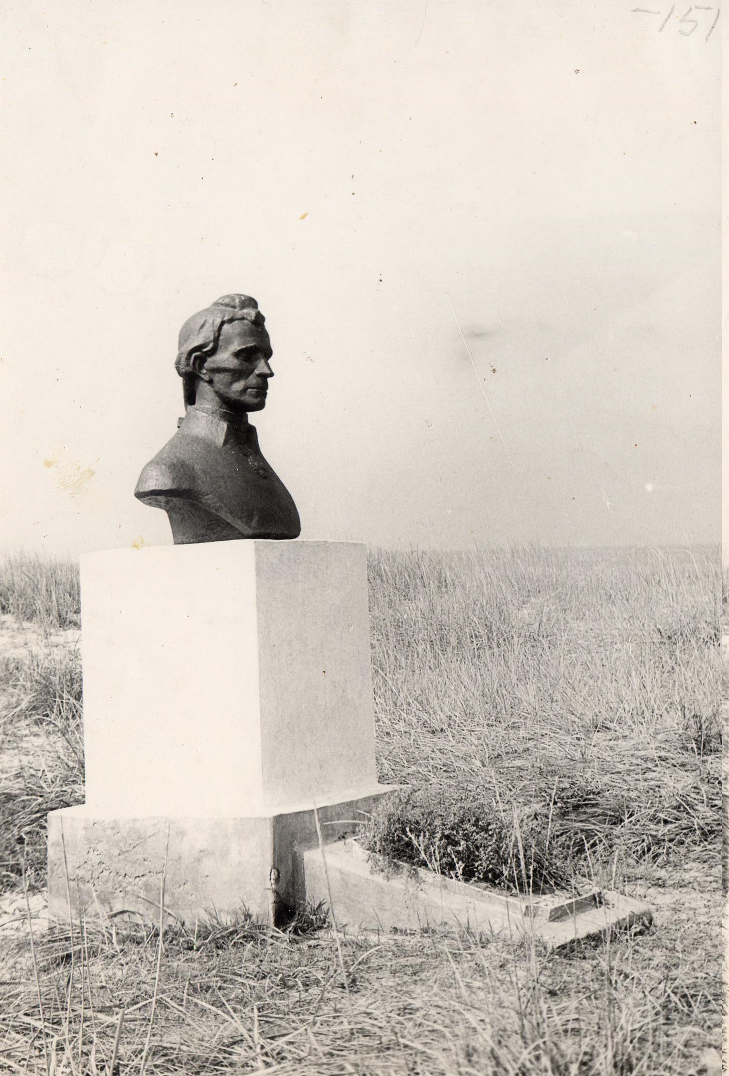 Бюст Суворова (из гипса).