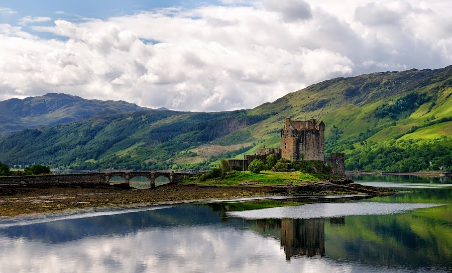 Eilean Donan by Gabriel Catalin - Buildings & Architecture Public & Historical ( scotland, eilean donan, castle, landscape, highlands, light )