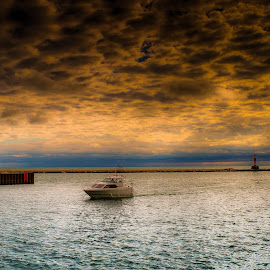 Coming In by Ron Meyers - Transportation Boats