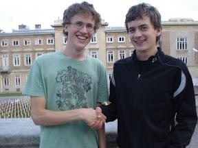 Erik Simkovics (re.) gratuliert Philipp Schiel (li.) zum ÖM-Titel
