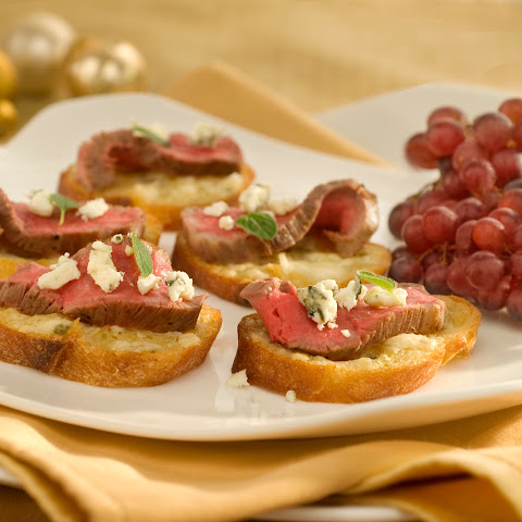 Gorgonzola-crusted Beef Tenderloin Crostini