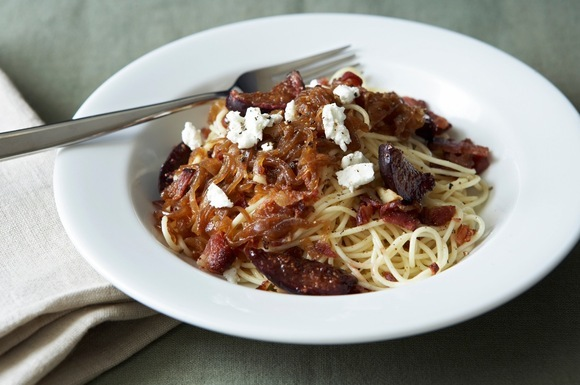 Pasta with Caramelized Onions, Roasted Balsamic Figs, Bacon and Goat ...