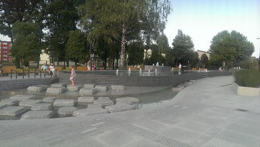 Oświęcim -  Fontanna Na Placu Pokoju