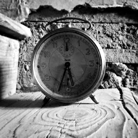 Time stands still. by Rose Madder - Novices Only Objects & Still Life ( time, old, b&w, clock, hour,  )
