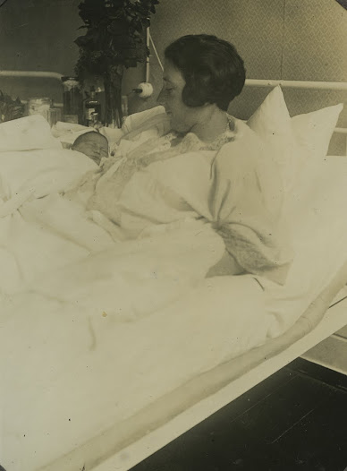 Anne Frank, one day old, in her mother Edith's arms. Frankfurt am Main, 13 June 1929.