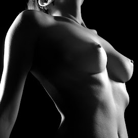 Statue by John Smith - Nudes & Boudoir Artistic Nude ( lights, breast, studio, flash, fit, b&w, nude, chest, speed light, skin,  )